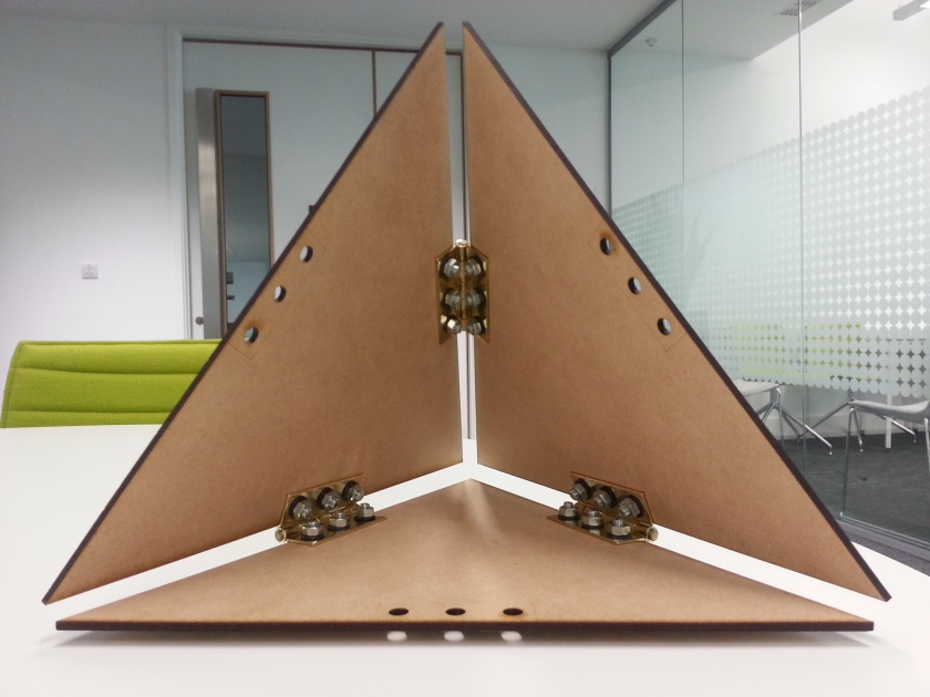 Hinged model of triangle by Thanasis Korras