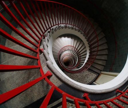 Spiral_stairs_(спирално_степениште).jpg